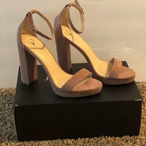 Nice pair suede pumps (never worn)